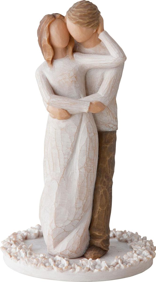 Фигурка для торта Willow Tree Вместе, высота 15 см27162Декоративная фигурка Willow Tree создана канадским скульптором Сьюзан Лорди. Фигурка выполнена из искусственного камня (49% карбонат кальция мелкозернистой разновидности, 51% искусственный камень).Фигурка Willow Tree – это настоящее произведение искусства, образная скульптура в миниатюре, изображающая эмоции и чувства, которые помогают чувствовать себя ближе к другим, верить в мечту, выражать любовь.Фигурка помещена в красивую упаковку.Купить такой оригинальный подарок, значит не только украсить интерьер помещения или жилой комнаты, но выразить свое глубокое отношение к любимому человеку. Этот прекрасный сувенир будет лучшим подарком на день ангела, именины, день рождения, юбилей.