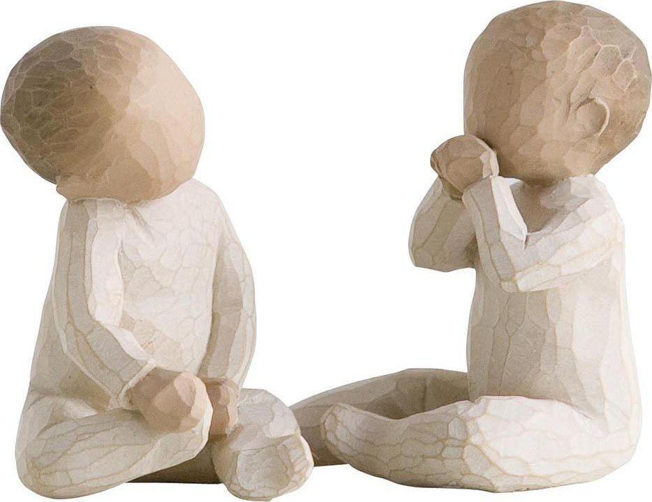 Фигурка Willow Tree Двойняшки, высота 5 см26188Декоративная фигурка Willow Tree создана канадским скульптором Сьюзан Лорди. Фигурка выполнена из искусственного камня (49% карбонат кальция мелкозернистой разновидности, 51% искусственный камень).Фигурка Willow Tree – это настоящее произведение искусства, образная скульптура в миниатюре, изображающая эмоции и чувства, которые помогают чувствовать себя ближе к другим, верить в мечту, выражать любовь.Фигурка помещена в красивую упаковку.Купить такой оригинальный подарок, значит не только украсить интерьер помещения или жилой комнаты, но выразить свое глубокое отношение к любимому человеку. Этот прекрасный сувенир будет лучшим подарком на день ангела, именины, день рождения, юбилей.