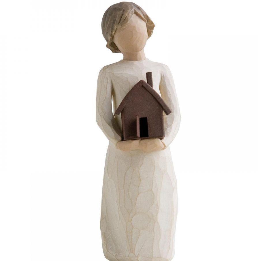 Фигурка Willow Tree Мой дом, высота 14 см26146Декоративная фигурка Willow Tree создана канадским скульптором Сьюзан Лорди. Фигурка выполнена из искусственного камня (49% карбонат кальция мелкозернистой разновидности, 51% искусственный камень).Фигурка Willow Tree – это настоящее произведение искусства, образная скульптура в миниатюре, изображающая эмоции и чувства, которые помогают чувствовать себя ближе к другим, верить в мечту, выражать любовь.Фигурка помещена в красивую упаковку.Купить такой оригинальный подарок, значит не только украсить интерьер помещения или жилой комнаты, но выразить свое глубокое отношение к любимому человеку. Этот прекрасный сувенир будет лучшим подарком на день ангела, именины, день рождения, юбилей.