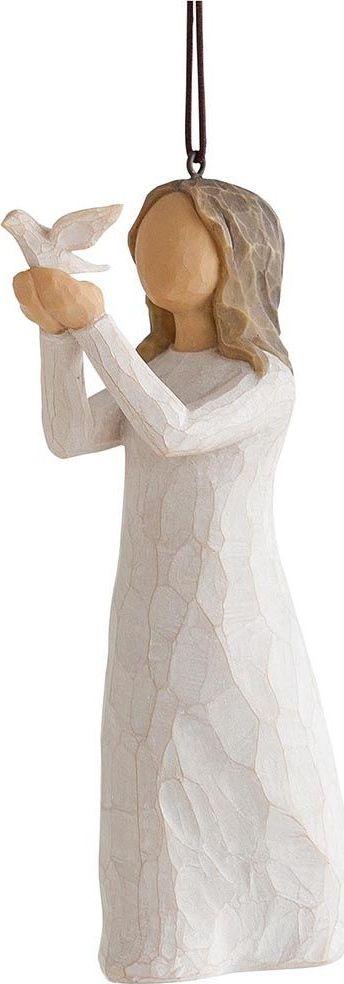 Фигурка с подвеской Willow Tree Воспарить, высота 11,5 см27577Декоративная фигурка Willow Tree создана канадским скульптором Сьюзан Лорди. Фигурка выполнена из искусственного камня (49% карбонат кальция мелкозернистой разновидности, 51% искусственный камень).Фигурка Willow Tree – это настоящее произведение искусства, образная скульптура в миниатюре, изображающая эмоции и чувства, которые помогают чувствовать себя ближе к другим, верить в мечту, выражать любовь.Фигурка помещена в красивую упаковку.Купить такой оригинальный подарок, значит не только украсить интерьер помещения или жилой комнаты, но выразить свое глубокое отношение к любимому человеку. Этот прекрасный сувенир будет лучшим подарком на день ангела, именины, день рождения, юбилей.