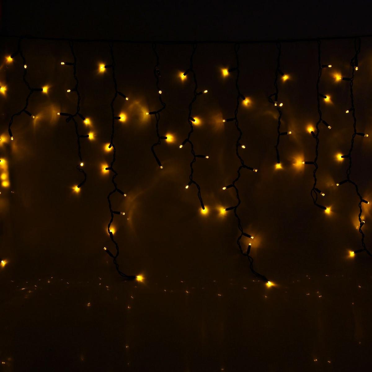 Гирлянда светодиодная Luazon Бахрома, уличная, 330 ламп, 220 V, цвет: желтый, 5,6 х 0,9 м. 10806581080658Светодиодные гирлянды, ленты и т.д — это отличный вариант для новогоднего оформления интерьера или фасада. С их помощью помещение любого размера можно превратить в праздничный зал, а внешние элементы зданий, украшенные ими, мгновенно станут напоминать очертания сказочного дворца. Такие украшения создают ауру предвкушения чуда. Деревья, фасады, витрины, окна и арки будто специально созданы, чтобы вы украсили их светящимися нитями.