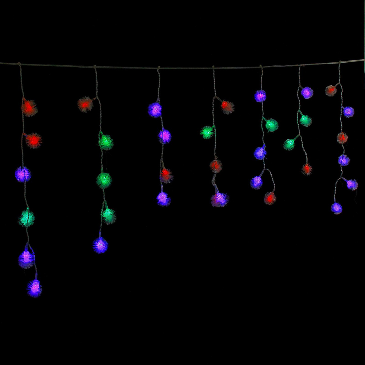 Гирлянда светодиодная Luazon Бахрома. Ежики, 48 ламп, 220 V, цвет: мультиколор, 1,4 х 0,3 м. 671651671651Светодиодные гирлянды, ленты и т.д — это отличный вариант для новогоднего оформления интерьера или фасада. С их помощью помещение любого размера можно превратить в праздничный зал, а внешние элементы зданий, украшенные ими, мгновенно станут напоминать очертания сказочного дворца. Такие украшения создают ауру предвкушения чуда. Деревья, фасады, витрины, окна и арки будто специально созданы, чтобы вы украсили их светящимися нитями.