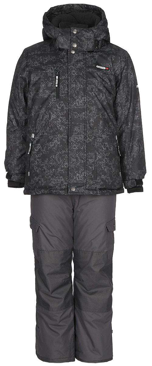 Комплект верхней одежды для мальчика Gusti, цвет: черный . GWB 3313-BLACK. Размер 127GWB 3313-BLACKКомплект Gusti состоит из куртки и полукомбинезона. Ткань верха: мембрана с коэффициентом водонепроницаемости 5000 мм и коэффициентом паропроницаемости 5000 г/м2, одежда ветронепродуваемая. Благодаря тонкому полиуретановому напылению изнутри не промокает даже при сильной влаге, но при этом дышит (защита от влаги не препятствует циркуляции воздуха). Плотность ткани Т190 обеспечивает высокую износостойкость. Утеплитель: тек-Полифилл (Tech-Polyfil) - 280г/м2, силиконизированый полиэстер изготовленный по новейшим технологиям, удерживает тепло при температуре до -30 С. Очень мягкий, создающий объем для сохранения тепла. Высокоэффективный, обладающий повышенной устойчивостью к сжатию (после стирки в стиральной машине изделие достаточно встряхнуть), обеспечивающий хорошую вентиляцию, обладающий прекрасным, теплоизолирующими свойствами синтетический материал. Главные преимущества Тек-Полифила – одежда более пушистая на ощупь и менее тяжелое по весу. Подкладка: высокотехнологичный флис COOLQUICK. Специальное кручение нитей позволяет ткани максимально впитывать влагу и увеличивать испаряемость с поверхности, т.е. выпустить пар, но не пропускает влагу снаружи, что обеспечивает комфорт даже при высоких физических нагрузках. Этот материал ранее был разработан специально для спортсменов, которые испытывали сильные нагрузки во время активного движения, а теперь принес комфорт и тепло в нашу повседневную жизнь. Это особенно важно для детей, когда они гуляют на свежем воздухе, чтобы тело всегда оставалось сухим и теплым. В этой одежде им будет тепло в течение длительного времени и нет необходимости надевать теплый свитер. Верхняя одежда GUSTI просто чистится. Стирать одежду придется очень редко – только при сильных загрязнениях. Если малыш забрался в лужу или грязь, просто вытрите пятно влажной тряпкой.