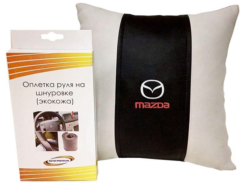Подарочный набор автомобилисту Auto Premium Mazda, 2 предмета67704Лаконичный подарок любому автолюбителю. Подушка в салон автомобиля с индивидуальной вышивкой добавит комфорта при поездке в автомобиле, а оплетка для перетяжки руля позволит сохранить руль от преждевременного истирания. Износоустойчивые материалы надолго обеспечат презентабельный внешний вид любого изделия.