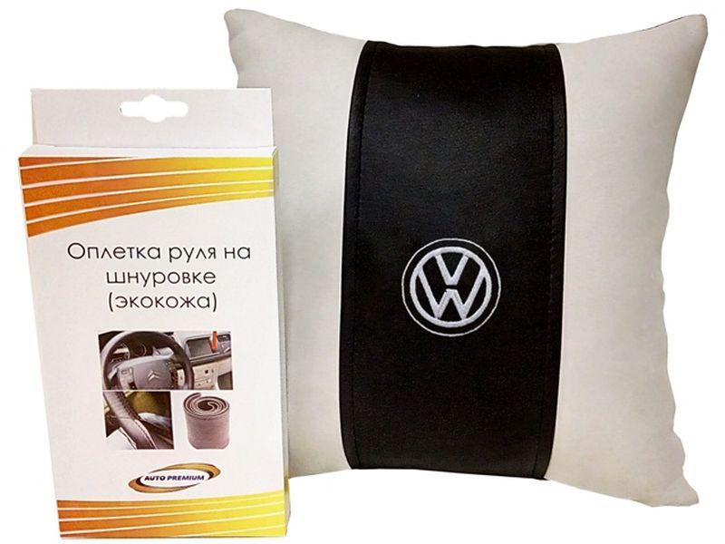 Подарочный набор автомобилисту Auto Premium Volkswagen, 2 предмета67710Лаконичный подарок любому автолюбителю. Подушка в салон автомобиля с индивидуальной вышивкой добавит комфорта при поездке в автомобиле, а оплетка для перетяжки руля позволит сохранить руль от преждевременного истирания. Износоустойчивые материалы надолго обеспечат презентабельный внешний вид любого изделия.