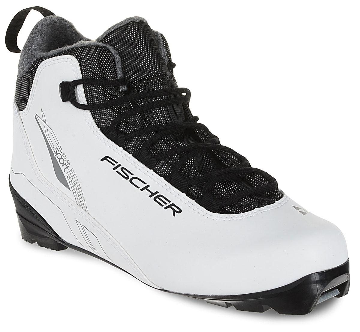Лыжные ботинки Fischer XC Sport My Style, цвет: белый. Размер 42S30017Fischer XC Sport My Style - это отличная модель для лыжных прогулок. Женская анатомическая колодка, подошва Soft и более тонкая стелькаобеспечивают комфорт и придают необходимую гибкость подошве.Технологии:Internal Molded HeelCap - внутренняя пластиковая вставка анатомической формы в пяточной части. Очень легкая и термоформируемая.Easy Entry Loops - широкое раскрытие ботинка и практичная петля на пятке облегчают надевание/снимание ботинок.Cleansport NXT- специальная пропитка подкладки и стелек ботинок. Система из полезных микробов, которые устраняют неприятный запах.T3 - полиуретановая подошва с хорошей гибкостью, устойчивая к износу при ходьбе. Также используется в детских ботинках.Ladies Fit Concept - для женской целевой группы разработан свой тип колодки, который обеспечивает наилучший комфорт при катании имаксимальную передачу энергии.