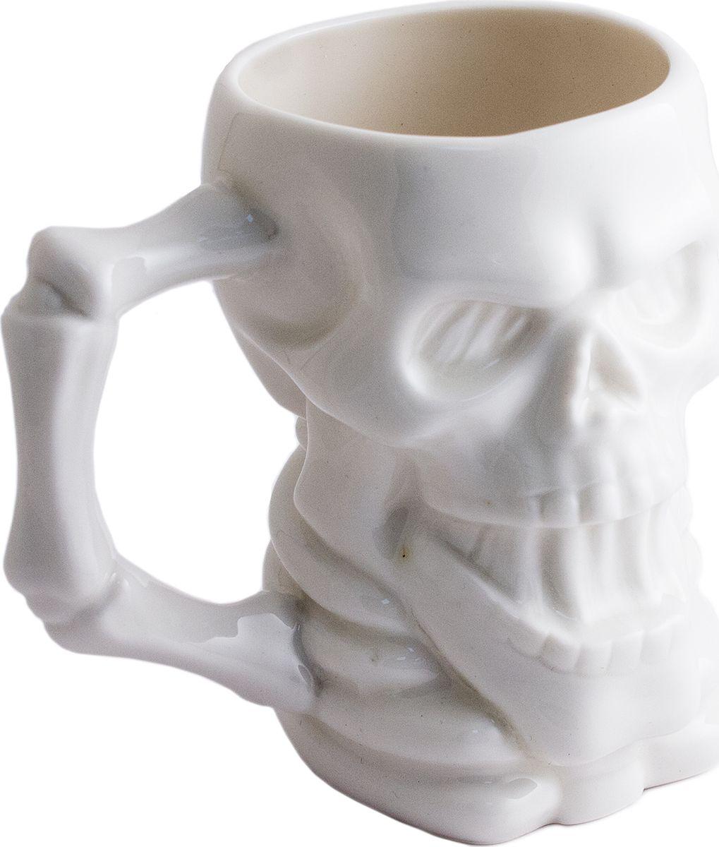 Кружка Эврика Череп New, 300 мл. 9786997869Настоящая пиратская кружка, из которой можно пить не только ром, но и более традиционные для нашего быта напитки, поскольку она рассчитана на кипяток. Корпус в виде черепа и ручка, будто сложенная из косточек, вполне в духе тематической пиратской вечеринки или даже небольшого шуточного шабаша. Материал: керамика Упаковка: картон Размеры кружки: 11х10х8 см, материал - серый картон.