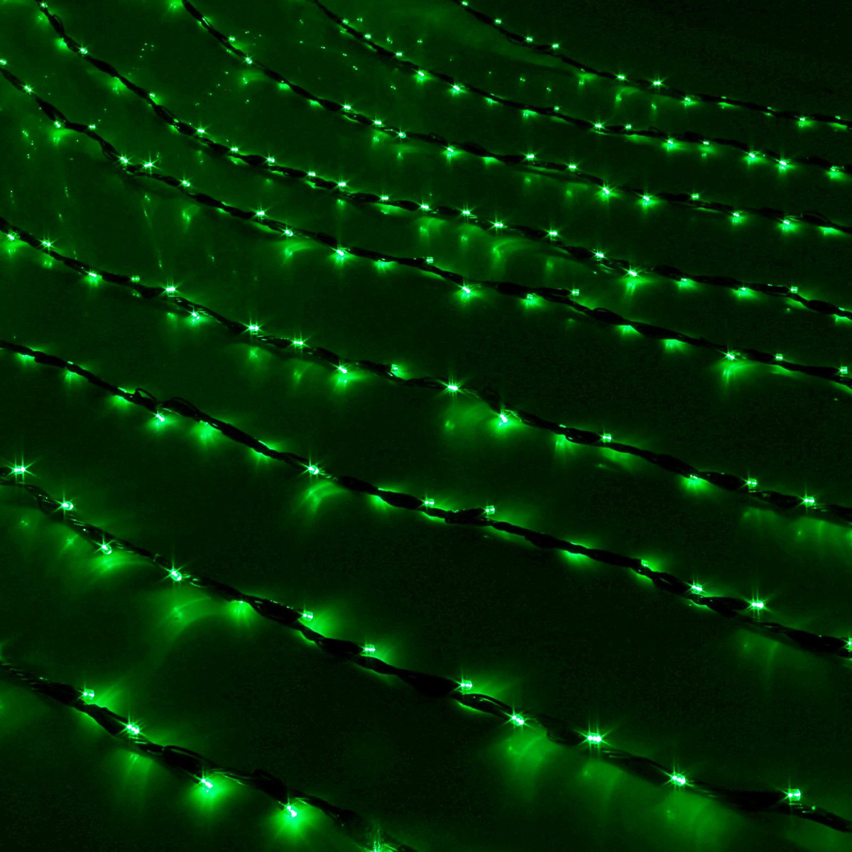 Гирлянда светодиодная Luazon Дождь, уличная, 8 режимов, 800 ламп, 220 V, цвет: зеленый, 2 х 3 м. 187302187302Светодиодные гирлянды, ленты и т.д — это отличный вариант для новогоднего оформления интерьера или фасада. С их помощью помещение любого размера можно превратить в праздничный зал, а внешние элементы зданий, украшенные ими, мгновенно станут напоминать очертания сказочного дворца. Такие украшения создают ауру предвкушения чуда. Деревья, фасады, витрины, окна и арки будто специально созданы, чтобы вы украсили их светящимися нитями.