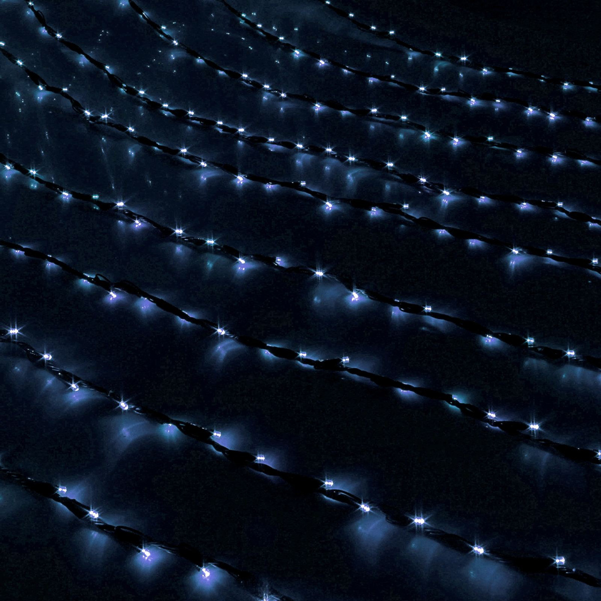 Гирлянда светодиодная Luazon Дождь, уличная, 800 ламп, 220 V, цвет: белый, 2 х 3 м. 187322187322Светодиодные гирлянды, ленты и т.д — это отличный вариант для новогоднего оформления интерьера или фасада. С их помощью помещение любого размера можно превратить в праздничный зал, а внешние элементы зданий, украшенные ими, мгновенно станут напоминать очертания сказочного дворца. Такие украшения создают ауру предвкушения чуда. Деревья, фасады, витрины, окна и арки будто специально созданы, чтобы вы украсили их светящимися нитями.
