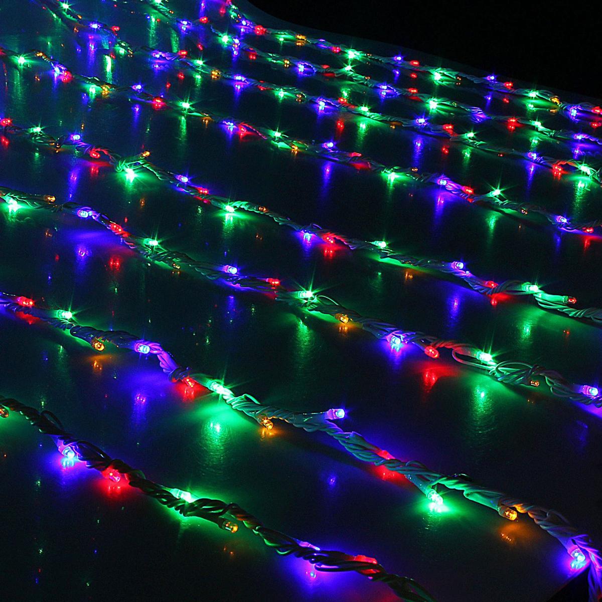 Гирлянда светодиодная Luazon Дождь, уличная, 800 ламп, 220 V, цвет: мультиколор, 2 х 3 м. 10801971080197Светодиодные гирлянды, ленты и т.д — это отличный вариант для новогоднего оформления интерьера или фасада. С их помощью помещение любого размера можно превратить в праздничный зал, а внешние элементы зданий, украшенные ими, мгновенно станут напоминать очертания сказочного дворца. Такие украшения создают ауру предвкушения чуда. Деревья, фасады, витрины, окна и арки будто специально созданы, чтобы вы украсили их светящимися нитями.
