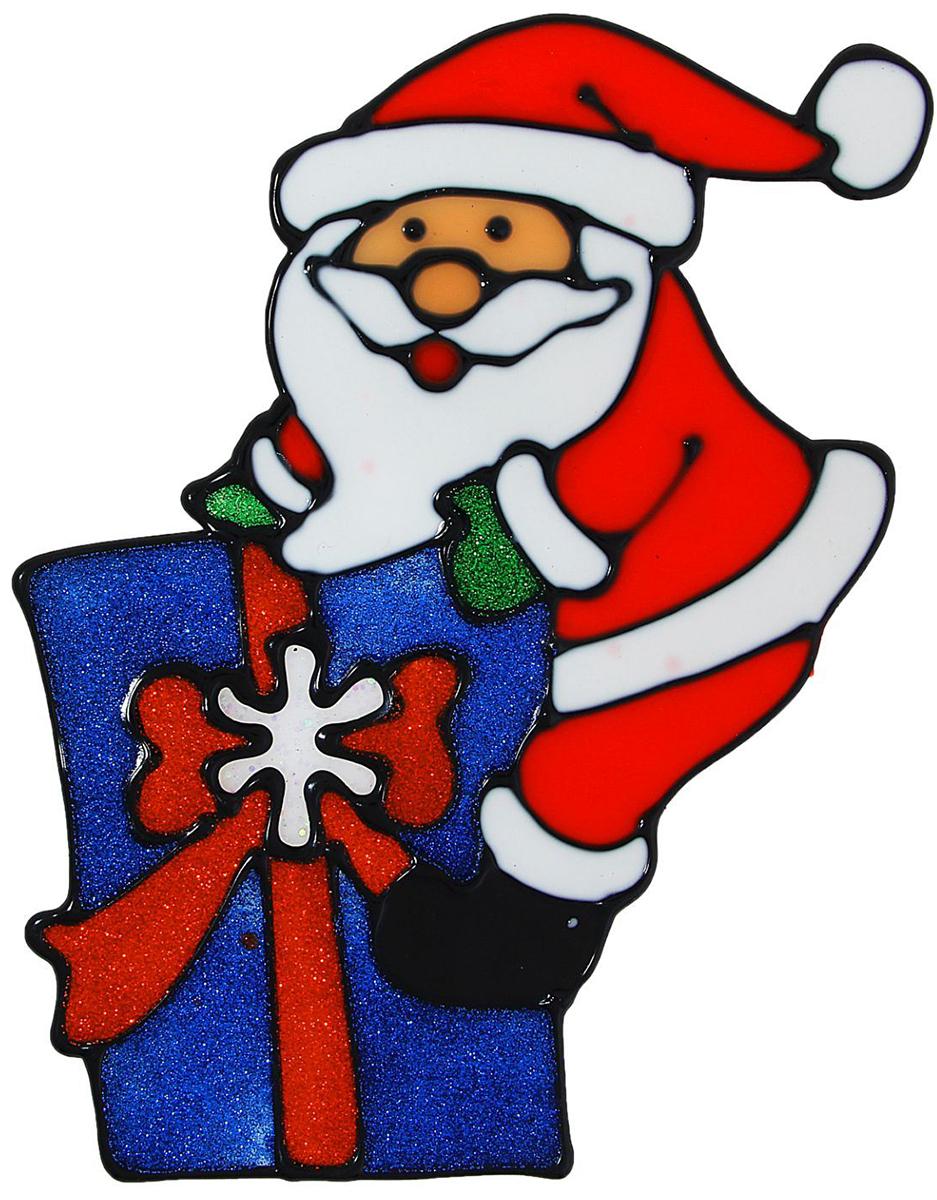 """Новогоднее оконное украшение """"Дед Мороз на подарке"""" поможет украсить дом к  предстоящим праздникам. Яркая наклейка крепится к гладкой поверхности стекла посредством  статического эффекта. С помощью такого украшения вы сможете оживить интерьер по своему  вкусу. Новогодние украшения всегда несут в себе волшебство и красоту праздника. Создайте в своем  доме атмосферу тепла, веселья и радости, украшая его всей семьей."""