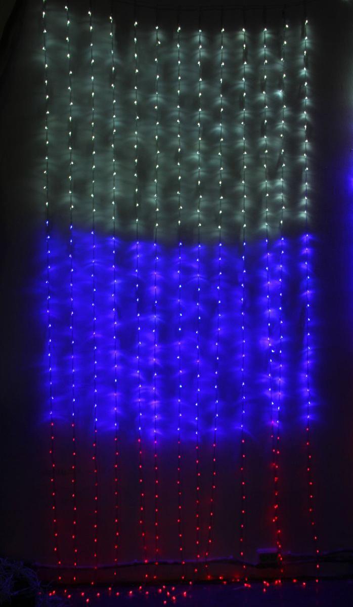 Гирлянда светодиодная Luazon Дождь. Флаг России, 8 режимов, 840 ламп, 220 V, цвет: белый, синий, красный, 2 х 3 м. 10804831080483Светодиодные гирлянды, ленты и т.д — это отличный вариант для новогоднего оформления интерьера или фасада. С их помощью помещение любого размера можно превратить в праздничный зал, а внешние элементы зданий, украшенные ими, мгновенно станут напоминать очертания сказочного дворца. Такие украшения создают ауру предвкушения чуда. Деревья, фасады, витрины, окна и арки будто специально созданы, чтобы вы украсили их светящимися нитями.