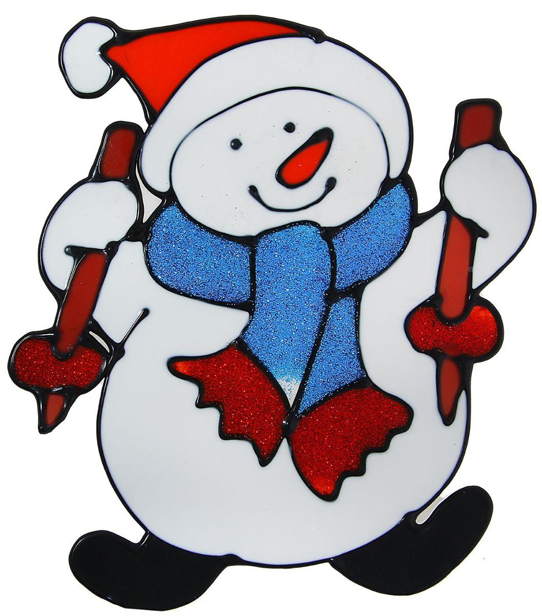 Наклейка на стекло Снеговик лыжник1113566Зимой не только мороз украшает стекла узорами. Сделайте интерьер еще торжественней: преобразите его с помощью специальных наклеек! Декор из силикона не содержит клей и не оставляет следов. Пластичная фигурка сама прилипает к гладкой поверхности, а в конце зимних праздников ее легко снять и отложить до следующего года. Прикрепите на стекло или зеркало одно украшение или создайте целую композицию. Новогодние наклейки приблизят праздничное настроение!