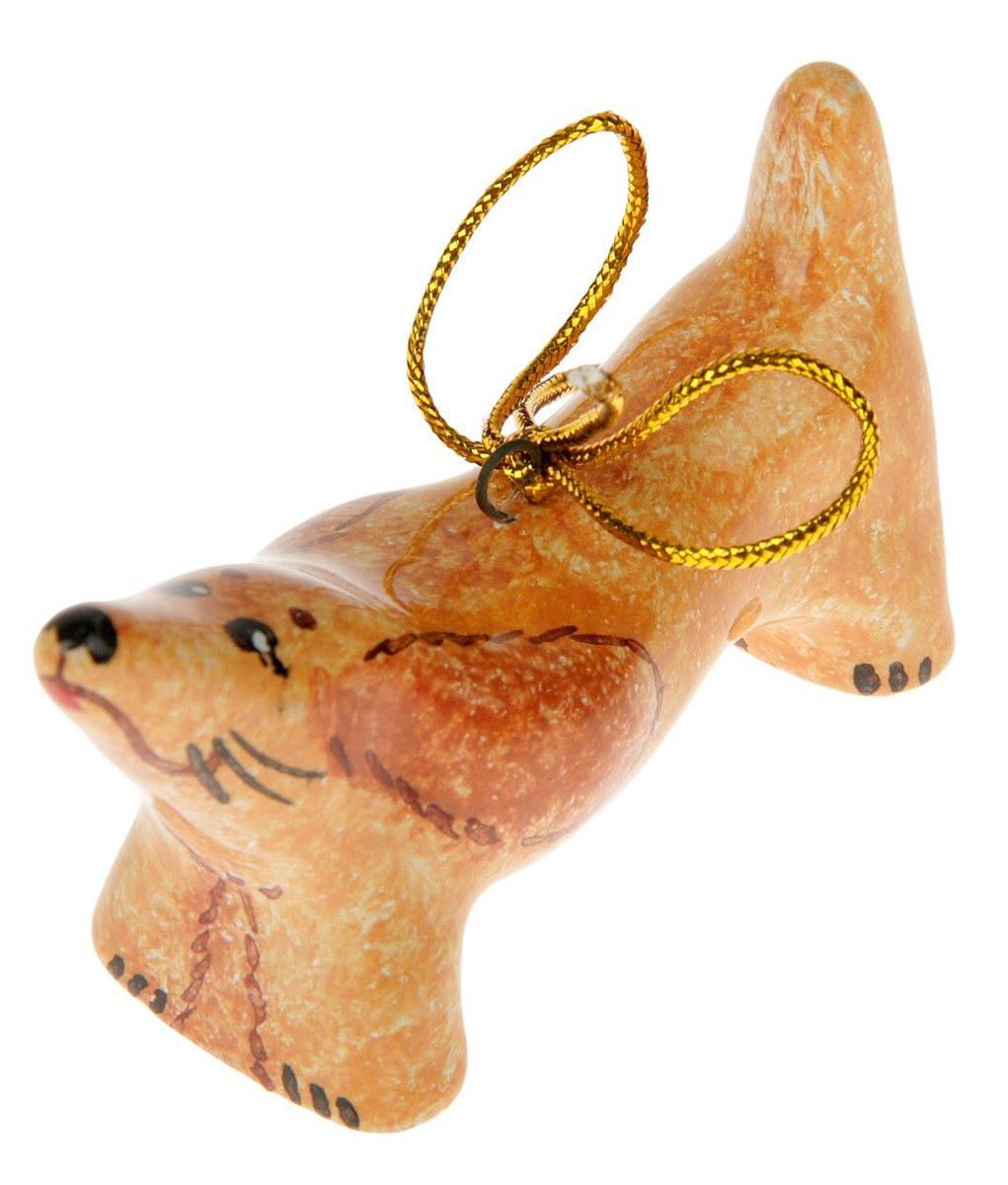 Украшение новогоднее подвесное NoName Такса. 24635842463584Новогоднее подвесное украшение NoName Такса выполнено из керамики. С помощью специальной петельки украшение можно повесить в любом понравившемся вам месте. Но, конечно, удачнее всего оно будет смотреться на праздничной елке.Елочная игрушка - символ Нового года. Она несет в себе волшебство и красоту праздника. Создайте в своем доме атмосферу веселья и радости, украшая новогоднюю елку нарядными игрушками, которые будут из года в год накапливать теплоту воспоминаний.