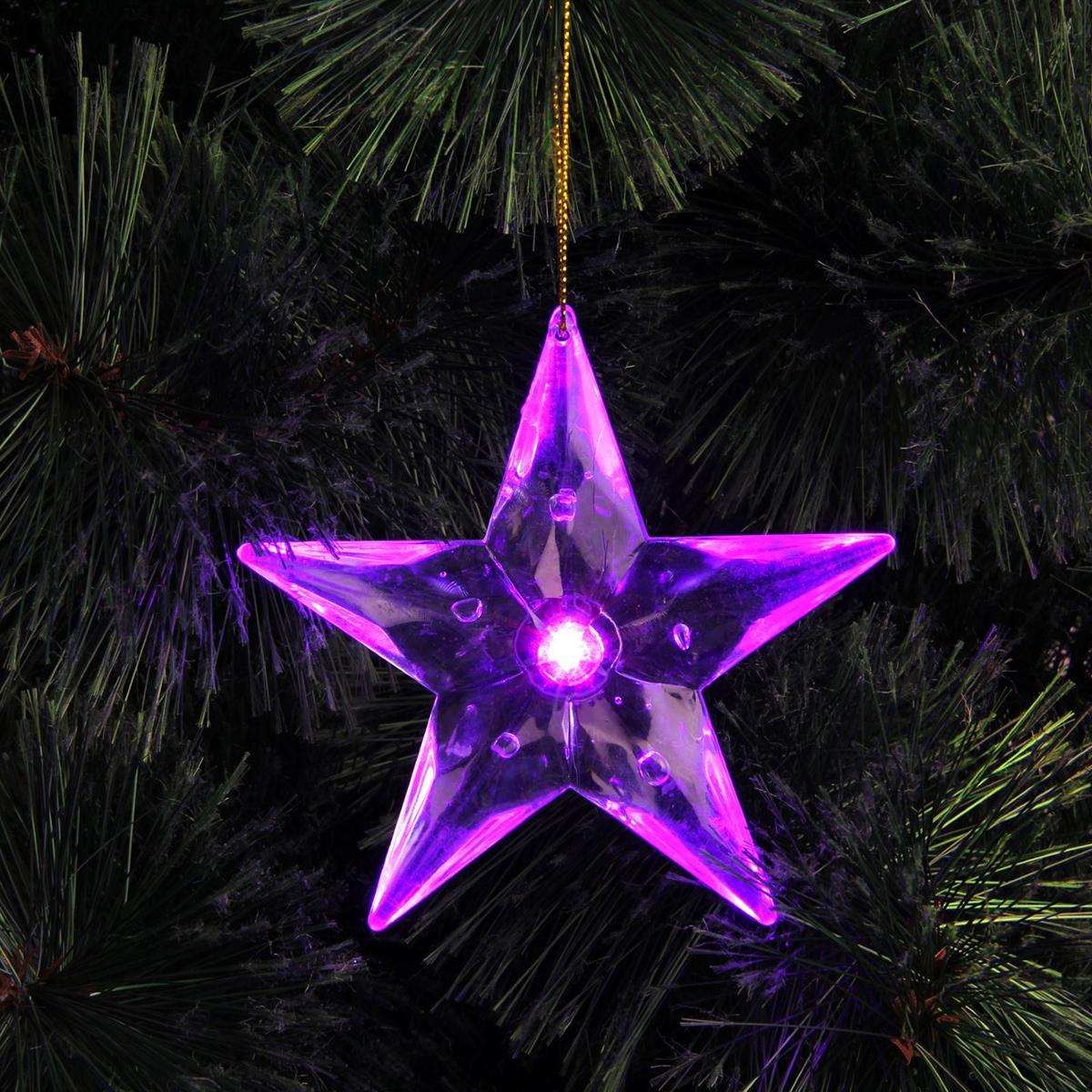 """Оригинальная световая игрушка """"Звезда"""" станет прекрасным дополнением к праздничному декору. Она работает от батареек и не зависит от розеток, поэтому везде найдет себе место. Повесьте такую игрушку на новогоднюю елку, и дерево засияет так, словно его озарило солнцем. Также этот аксессуар украсит оконные рамы и создаст необычное и таинственное освещение в комнате.  Количество светодиодов: 1. Батарейки в комплекте. Пусть торжество заиграет новыми красками!"""