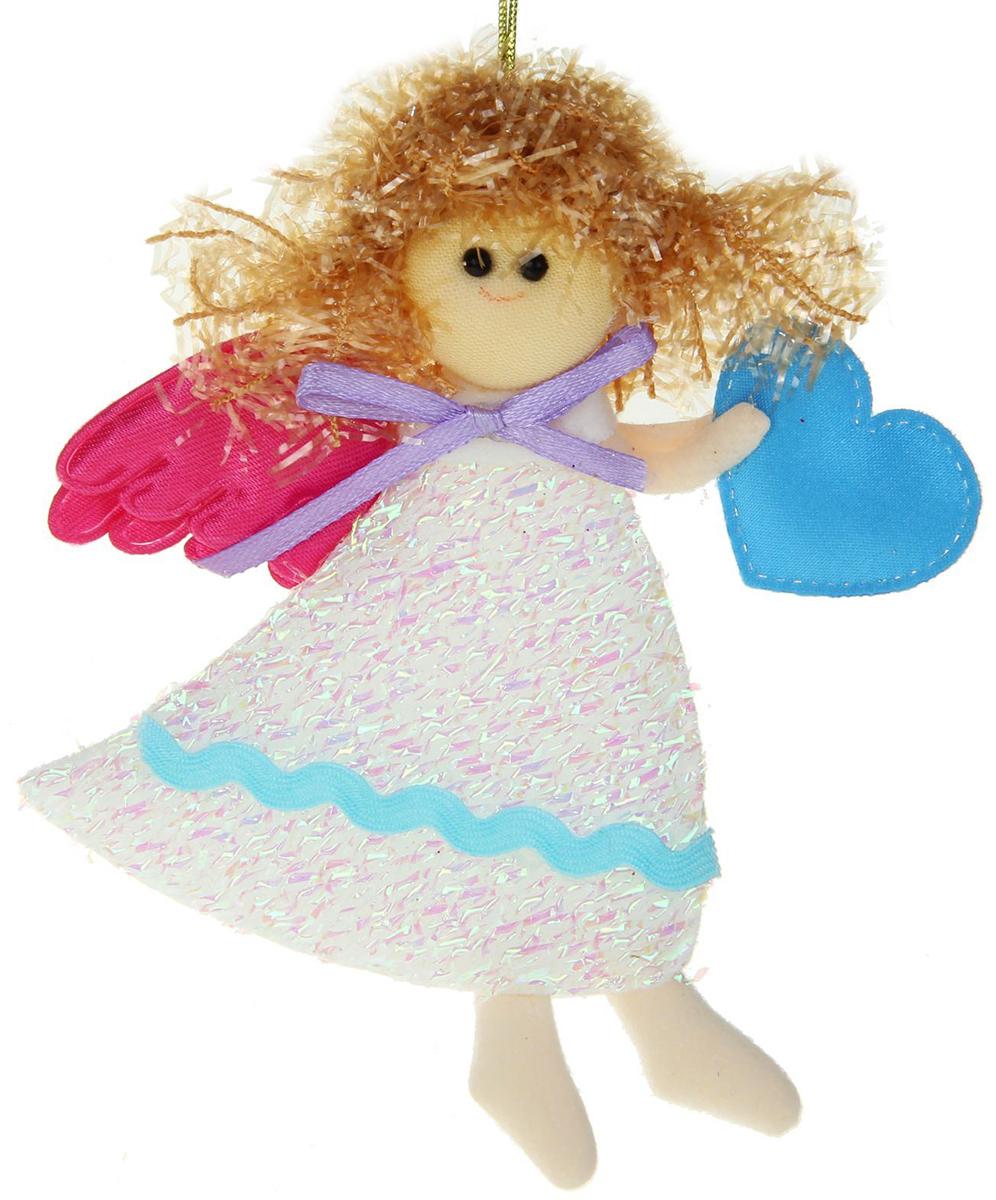 Новогоднее подвесное украшение Ангелок в белом платье с сердцем1381178Новогоднее украшение ручной работы отлично подойдет для декорации вашего дома и новогодней ели. С помощью специальной петельки украшение можно повесить в любом понравившемся вам месте. Но, конечно, удачнее всего оно будет смотреться на праздничной елке.Елочная игрушка - символ Нового года. Она несет в себе волшебство и красоту праздника. Такое украшение создаст в вашем доме атмосферу праздника, веселья и радости.