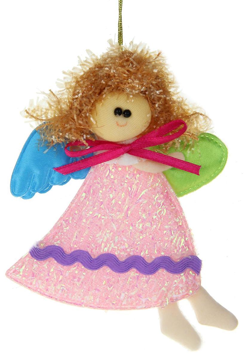 Новогоднее подвесное украшение Ангелок в розовом платье с сердцем1381179Новогоднее украшение ручной работы отлично подойдет для декорации вашего дома и новогодней ели. С помощью специальной петельки украшение можно повесить в любом понравившемся вам месте. Но, конечно, удачнее всего оно будет смотреться на праздничной елке.Елочная игрушка - символ Нового года. Она несет в себе волшебство и красоту праздника. Такое украшение создаст в вашем доме атмосферу праздника, веселья и радости.