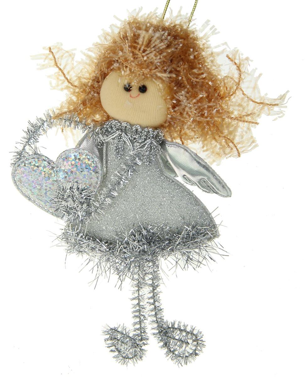 Новогоднее подвесное украшение Блесточка. Фея с сердечком в серебряном1381198Новогоднее украшение ручной работы отлично подойдет для декорации вашего дома и новогодней ели. С помощью специальной петельки украшение можно повесить в любом понравившемся вам месте. Но, конечно, удачнее всего оно будет смотреться на праздничной елке.Елочная игрушка - символ Нового года. Она несет в себе волшебство и красоту праздника. Такое украшение создаст в вашем доме атмосферу праздника, веселья и радости.