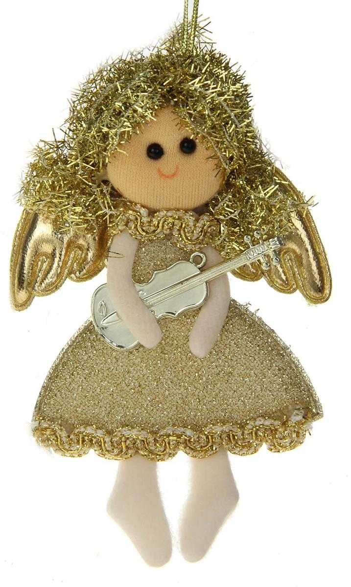 Новогоднее подвесное украшение Золотая фея с гитарой1381192Новогоднее украшение ручной работы отлично подойдет для декорации вашего дома и новогодней ели. С помощью специальной петельки украшение можно повесить в любом понравившемся вам месте. Но, конечно, удачнее всего оно будет смотреться на праздничной елке.Елочная игрушка - символ Нового года. Она несет в себе волшебство и красоту праздника. Такое украшение создаст в вашем доме атмосферу праздника, веселья и радости.