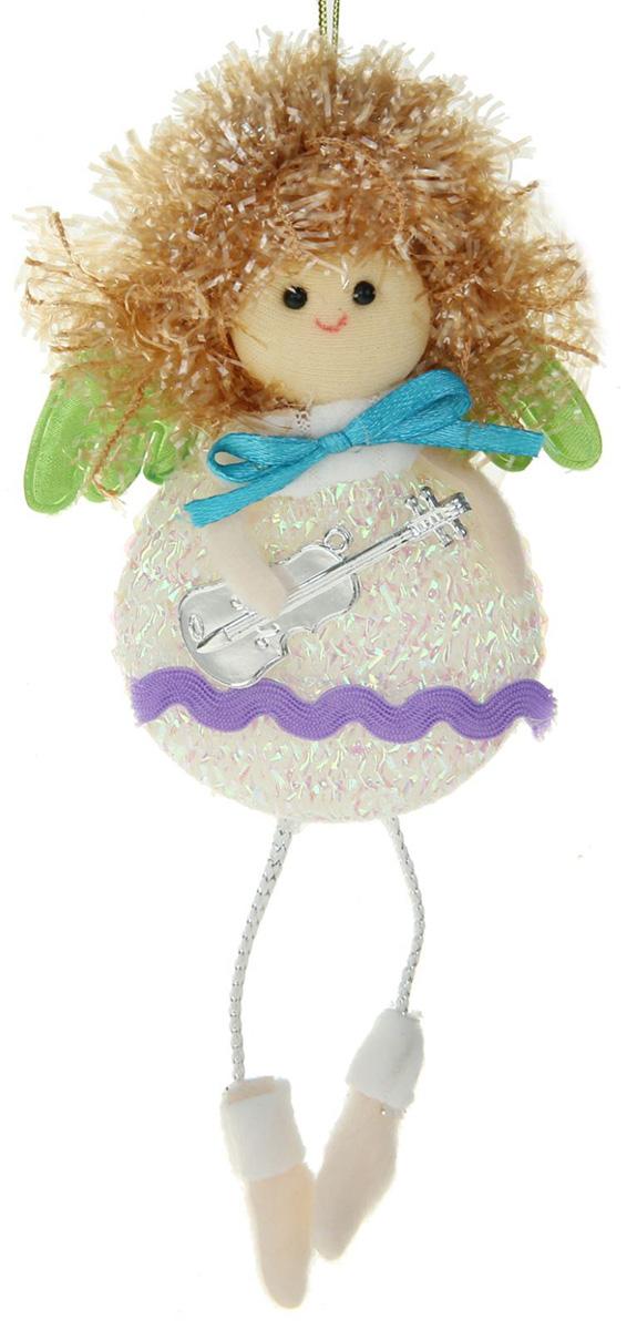 Новогоднее подвесное украшение Фея-яблочко, цвет: белый1381182Новогоднее украшение ручной работы отлично подойдет для декорации вашего дома и новогодней ели. С помощью специальной петельки украшение можно повесить в любом понравившемся вам месте. Но, конечно, удачнее всего оно будет смотреться на праздничной елке.Елочная игрушка - символ Нового года. Она несет в себе волшебство и красоту праздника. Такое украшение создаст в вашем доме атмосферу праздника, веселья и радости.