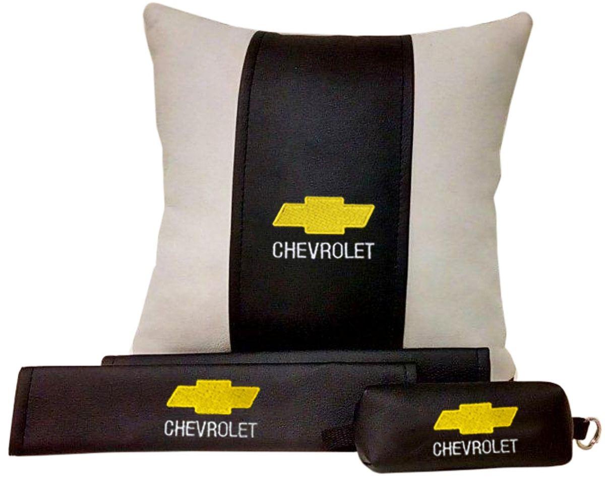 Подарочный набор автомобилисту Auto Premium Chevrolet, 3 предмета67607В набор входит: -подушка в салон автомобиля -накладки на ремень безопасности -ключница. На все изделия нанесена индивидуальная вышивка. При производстве используется качественная и износостойкая экокожа, что позволяет надолго сохранить презентабельный внешний вид любого изделия. Такой подарок не оставит равнодушным ни одного автолюбителя.