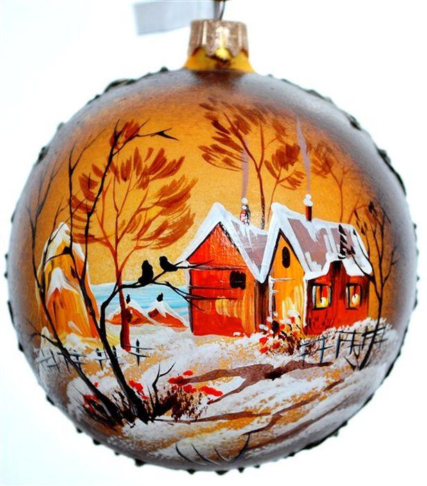 Украшение новогоднее подвесное Деревня в золотой раме, ручная работа, диаметр 10 смH-100-0001-S-Деревня в золотой рамеНовогоднее украшение Деревня в золотой раме ручной работы, выполненное из стекла, отлично подойдет для декорации вашего дома и новогодней ели. С помощью специальной петельки украшение можно повесить в любом понравившемся вам месте. Но, конечно, удачнее всего оно будет смотреться на праздничной елке.Елочная игрушка - символ Нового года. Она несет в себе волшебство и красоту праздника. Такое украшение создаст в вашем доме атмосферу праздника, веселья и радости.