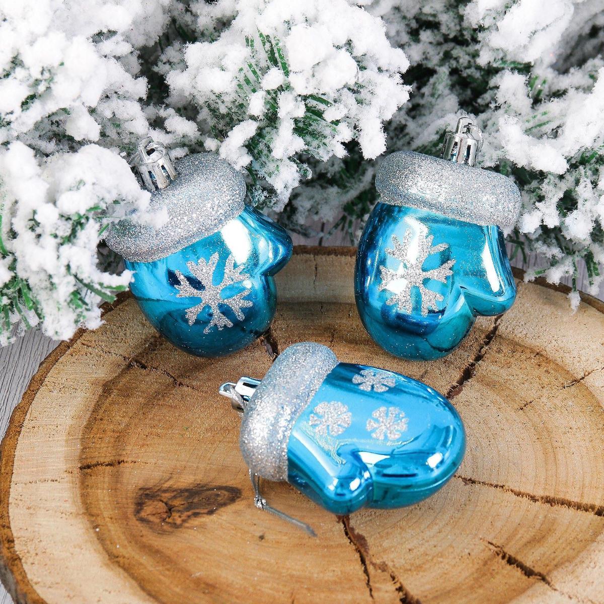 Набор новогодних подвесных украшений Варежки, снежинка, цвет: голубой, 6 х 5 см, 3 шт2123076Набор новогодних подвесных украшений отлично подойдет для декорации вашего дома и новогодней ели. С помощью специальной петельки украшение можно повесить в любом понравившемся вам месте. Но, конечно, удачнее всего оно будет смотреться на праздничной елке.Елочная игрушка - символ Нового года. Она несет в себе волшебство и красоту праздника. Такое украшение создаст в вашем доме атмосферу праздника, веселья и радости.