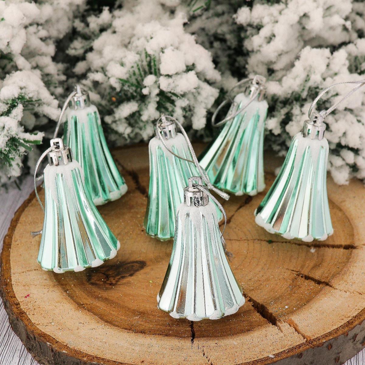 Набор новогодних подвесных украшений Колокольчик. Снег, цвет: бирюзовый, 5 х 4 см, 6 шт2123095Набор новогодних подвесных украшений отлично подойдет для декорации вашего дома и новогодней ели. С помощью специальной петельки украшение можно повесить в любом понравившемся вам месте. Но, конечно, удачнее всего оно будет смотреться на праздничной елке.Елочная игрушка - символ Нового года. Она несет в себе волшебство и красоту праздника. Такое украшение создаст в вашем доме атмосферу праздника, веселья и радости.
