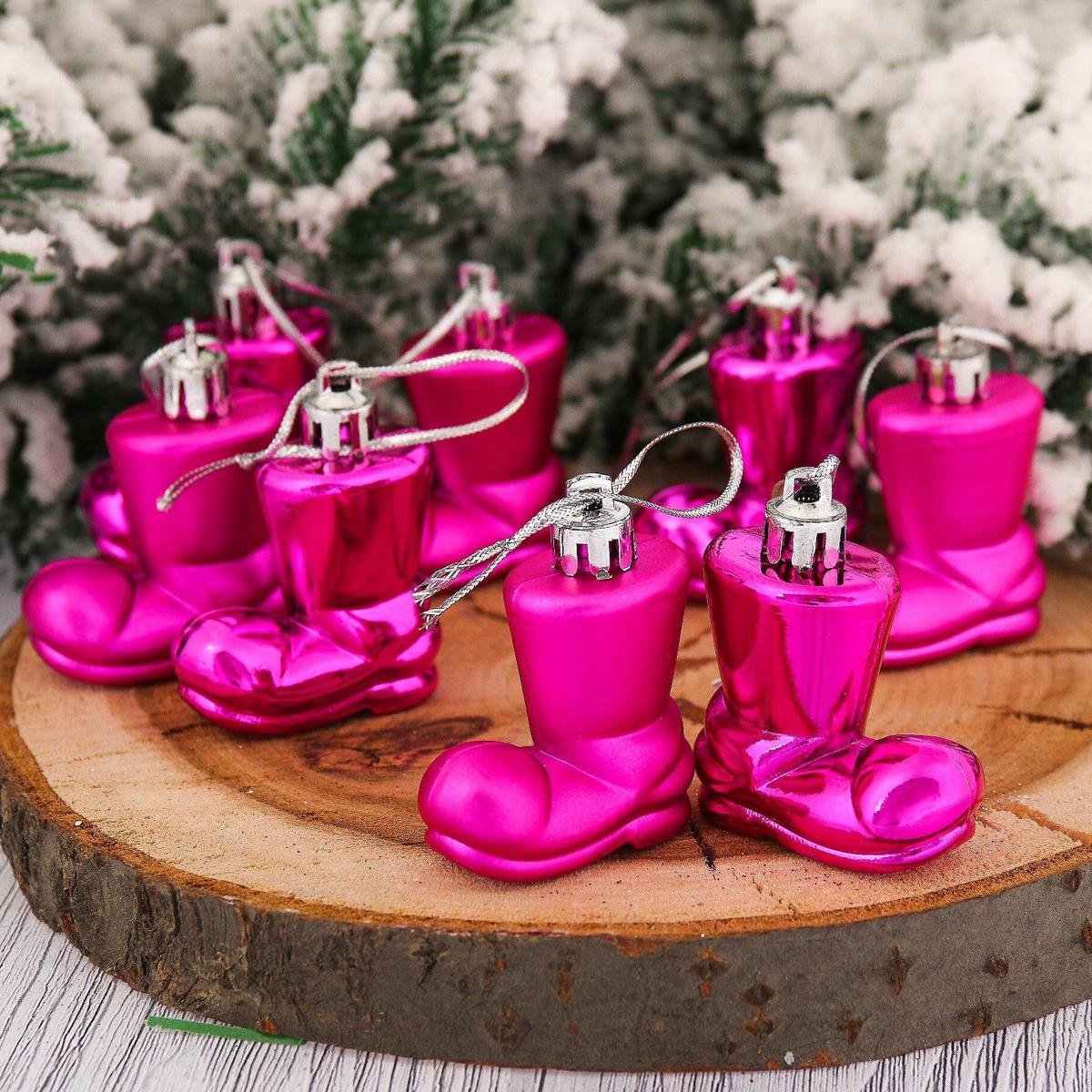 Набор новогодних подвесных украшений Сапожок, 4 х 4 см, 8 шт2123081Набор новогодних подвесных украшений отлично подойдет для декорации вашего дома и новогодней ели. С помощью специальной петельки украшение можно повесить в любом понравившемся вам месте. Но, конечно, удачнее всего оно будет смотреться на праздничной елке.Елочная игрушка - символ Нового года. Она несет в себе волшебство и красоту праздника. Такое украшение создаст в вашем доме атмосферу праздника, веселья и радости.