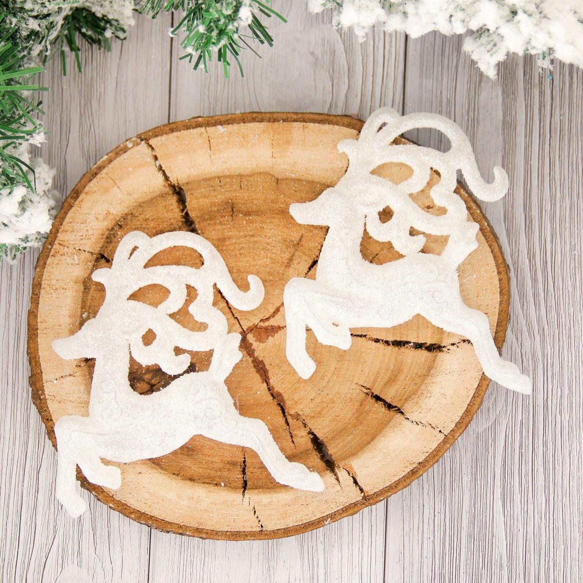 Набор новогодних подвесных украшений Снежные олени, длина 11 см, 2 шт2155348Набор новогодних подвесных украшений отлично подойдет для декорации вашего дома и новогодней ели. С помощью специальной петельки украшение можно повесить в любом понравившемся вам месте. Но, конечно, удачнее всего оно будет смотреться на праздничной елке.Елочная игрушка - символ Нового года. Она несет в себе волшебство и красоту праздника. Такое украшение создаст в вашем доме атмосферу праздника, веселья и радости.