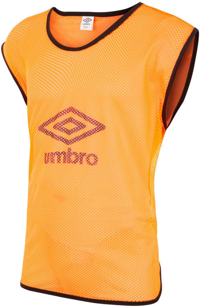 все цены на Манишка футбольная мужская Umbro Training Bib Big Logo, цвет: оранжевый. 340115. Размер универсальный онлайн