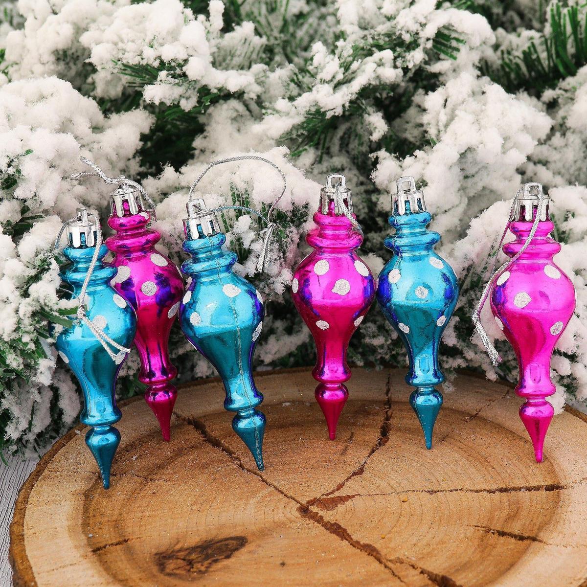 Набор новогодних подвесных украшений Сосульки, 8 х 3 см, 6 шт2123063Набор новогодних подвесных украшений отлично подойдет для декорации вашего дома и новогодней ели. С помощью специальной петельки украшение можно повесить в любом понравившемся вам месте. Но, конечно, удачнее всего оно будет смотреться на праздничной елке.Елочная игрушка - символ Нового года. Она несет в себе волшебство и красоту праздника. Такое украшение создаст в вашем доме атмосферу праздника, веселья и радости.