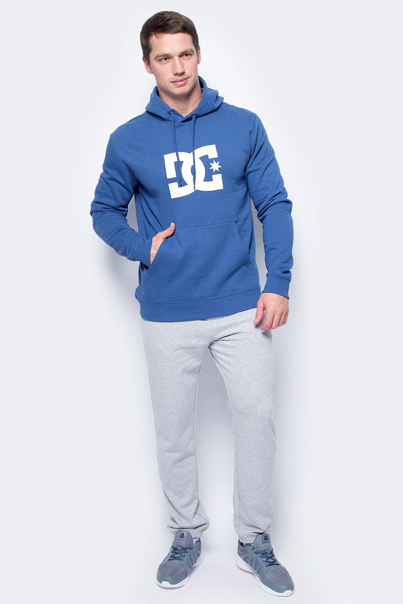 Толстовка мужская DC Shoes Star, цвет: синий. EDYSF03107-BSA0. Размер M (48)EDYSF03107-BSA0Толстовка от DC Shoes выполнена из хлопкового материала. Модель с длинными рукавами и капюшоном с затягивающимся шнурком спереди дополнена карманом кенгуру. Толстовка на груди декорирована принтом в виде фирменного логотипа бренда.