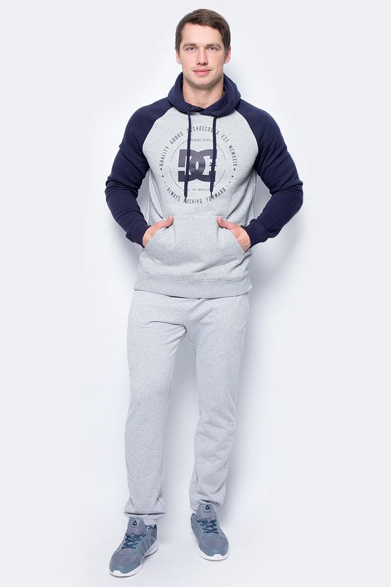 Толстовка мужская DC Shoes Rebuilt Raglan, цвет: светло-серый. EDYSF03145-KNFH. Размер M (48)EDYSF03145-KNFHТолстовка от DC Shoes выполнена из хлопкового материала. Модель с длинными рукавами-реглан и капюшоном с затягивающимся шнурком спереди дополнена карманом кенгуру. Толстовка на груди декорирована принтом.