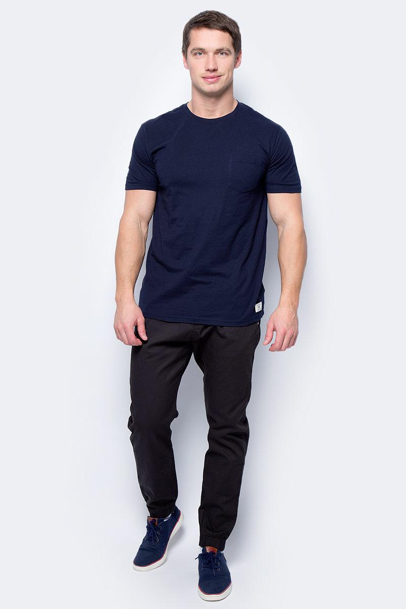 Футболка мужская DC Shoes, цвет: темно-синий. EDYKT03360-BYJ0. Размер XXL (54)EDYKT03360-BYJ0Мужская футболка от DC Shoes выполнена из хлопкового трикотажа. Модель с короткими рукавами и круглым вырезом горловины на груди дополнена накладным кармашком.