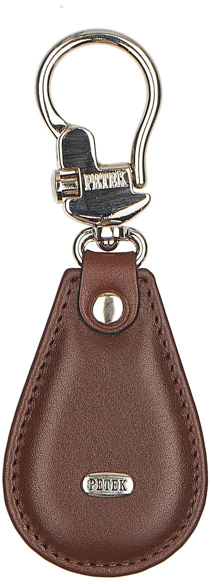 Брелок Petek 1855, цвет: коричневый. 508.000.222МеталлБрелок для ключей Petek 1855 выполнен из натуральной кожи. Изделие оформленометаллической пластиной с гравировкой бренда и оснащено металлическим кольцом.Такой брелок станет стильным дополнением к ключам.