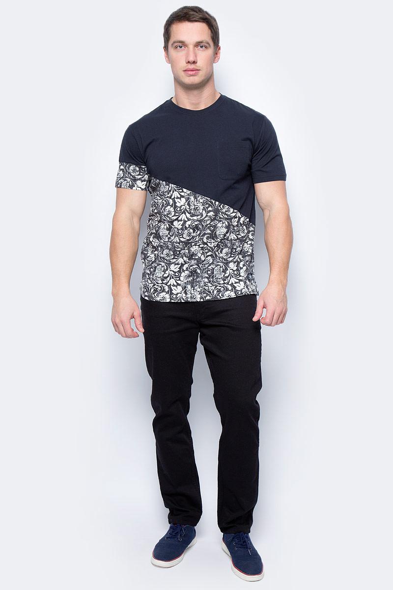 Футболка мужская DC Shoes, цвет: черный, белый. EDYKT03324-KVJ2. Размер L (50/52)EDYKT03324-KVJ2Мужская футболка DC Shoes выполнена из 100% натурального хлопка. Модель отличается простым кроем, однако ее изюминка - в мягком приятном хлопке и красивой расцветке. Футболка имеет круглый вырез горловины и короткие рукава. На груди расположен открытый накладной кармашек, линия подола сзади слегка занижена, внизу имеются вентиляционные прорези с отделкой тесьмой с изнанки. Модель дополнена рисунком с цветочными мотивами.