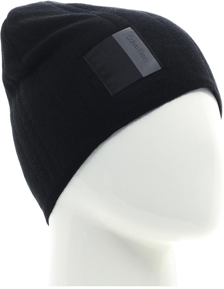 Шапка мужская Calvin Klein Jeans, цвет: черный. K50K503405_001. Размер универсальныйK50K503405_001Шапка мужская Calvin Klein Jeans выполнена из шерсти и акрила. Модель дополнена нашивкой с логотипом бренда.