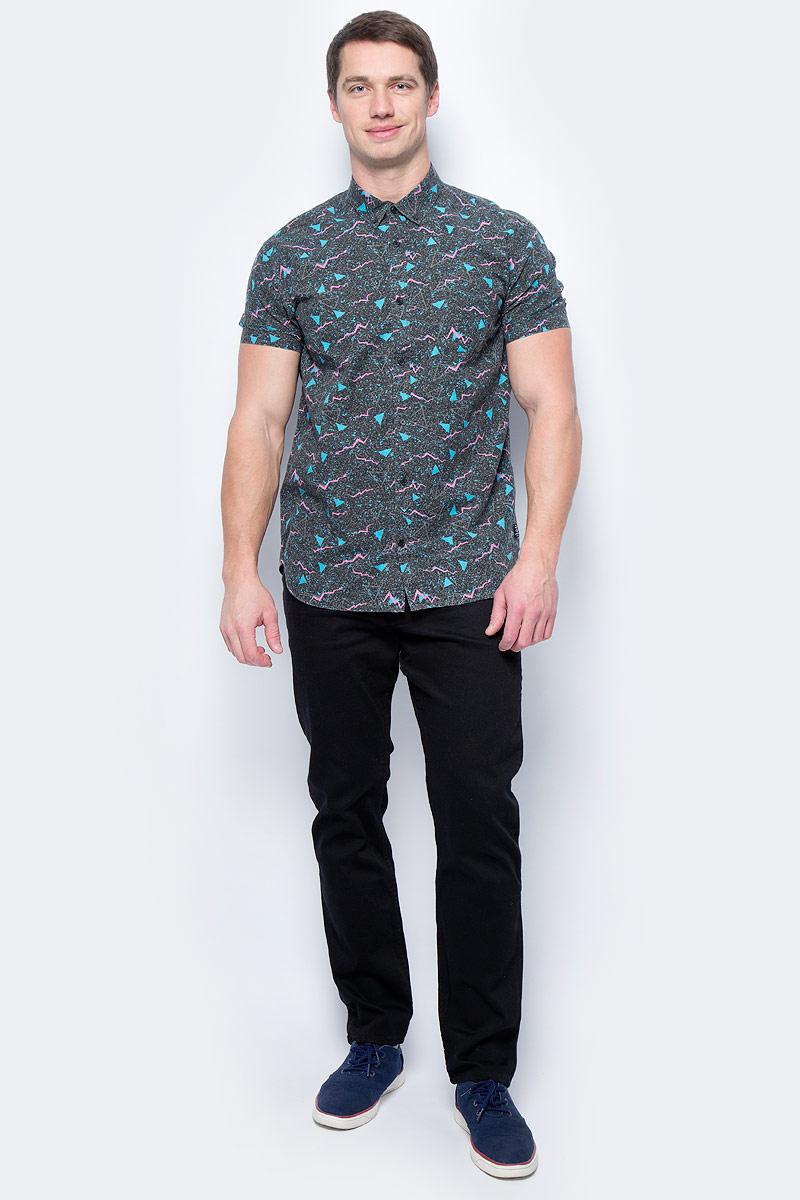 Рубашка мужская DC Shoes, цвет: черный, бирюзовый, розовый. EDYWT03139-KVJ3. Размер XL (52/54)EDYWT03139-KVJ3Рубашка мужская DC Shoes сшита из тонкого хлопчатобумажного поплина, а это значит, что в теплую погоду в ней будет очень комфортно. Рубашка застегивается на пуговицы. Модель имеет классический и удобный стандартный крой, короткие рукава и отложной воротник. Рубашка дополнена ярким сплошным принтом.