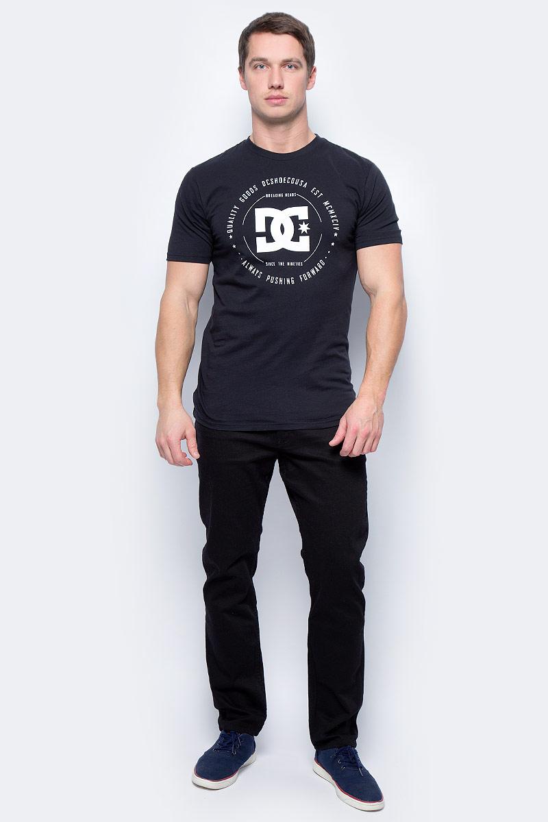 Футболка мужская DC Shoes, цвет: черный. EDYZT03504-KVJ0. Размер XXL (54/56)EDYZT03504-KVJ0Футболка мужская DC Shoes выполнена из 100% натурального хлопка. Модель стандартного кроя имеет круглый вырез горловины и короткие рукава. Графический принт нанесен по щадящей технологии окрашивания ткани.
