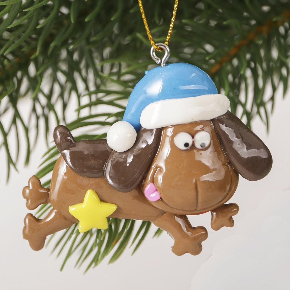 Украшение новогоднее подвесное Загадай желание, 6,5 х 6 см2323279Новогоднее украшение, выполненное из полирезина, отлично подойдет для декорации вашего дома и новогодней ели. С помощью специальнойпетельки украшение можно повесить в любом понравившемся вам месте. Но, конечно, удачнее всего оно будет смотреться на праздничной елке. Елочная игрушка - символ Нового года. Она несет в себе волшебство и красоту праздника. Такое украшение создаст в вашем домеатмосферу праздника, веселья и радости.