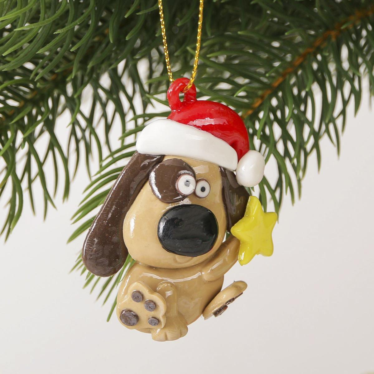 Украшение новогоднее подвесное На счастье, 6 х 6,5 см2323282Новогоднее украшение, выполненное из полирезина, отлично подойдет для декорации вашего дома и новогодней ели. С помощью специальнойпетельки украшение можно повесить в любом понравившемся вам месте. Но, конечно, удачнее всего оно будет смотреться на праздничной елке. Елочная игрушка - символ Нового года. Она несет в себе волшебство и красоту праздника. Такое украшение создаст в вашем домеатмосферу праздника, веселья и радости.