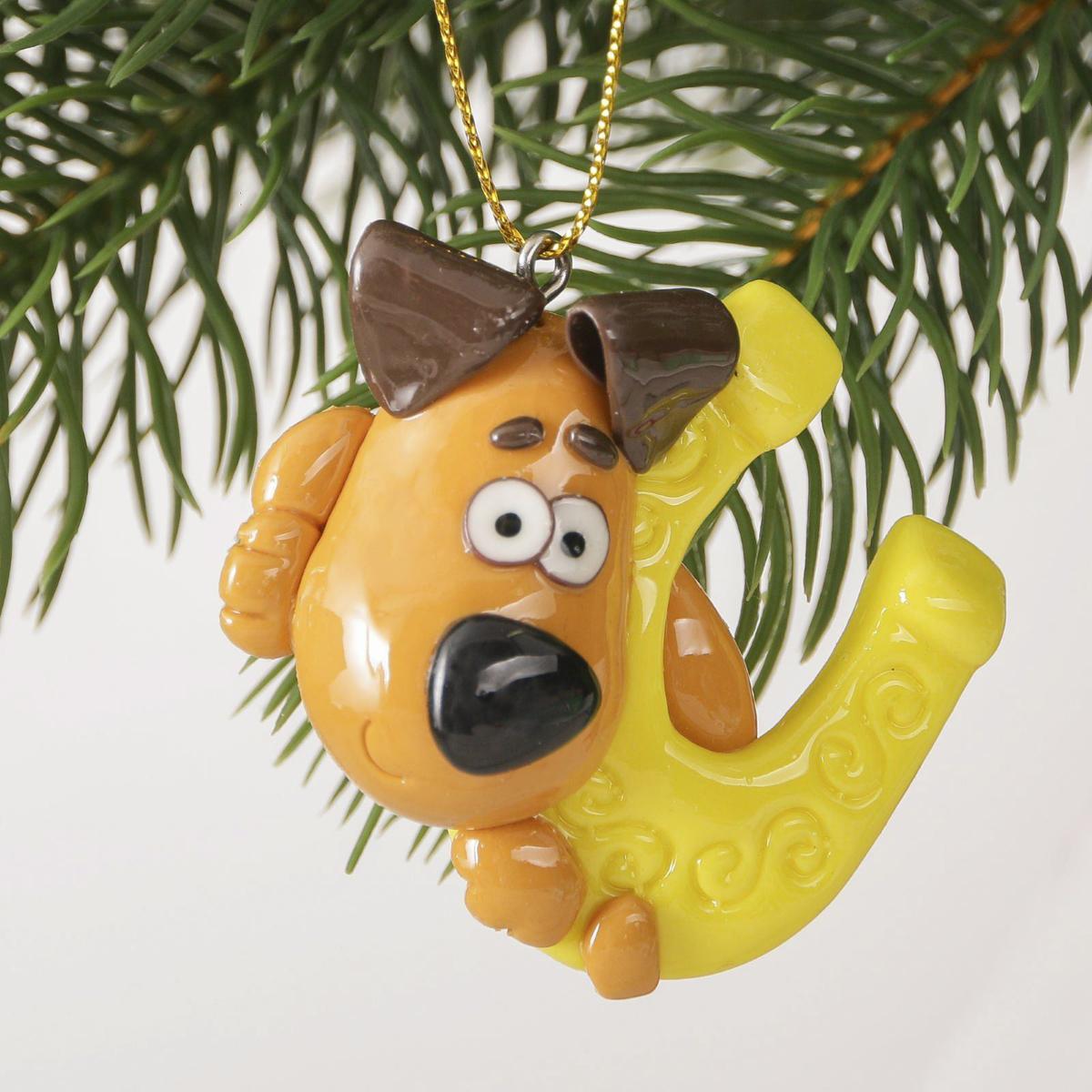 Украшение новогоднее подвесное На удачу, 6,5 х 5 см2323280Новогоднее украшение, выполненное из полирезина, отлично подойдет для декорации вашего дома и новогодней ели. С помощью специальнойпетельки украшение можно повесить в любом понравившемся вам месте. Но, конечно, удачнее всего оно будет смотреться на праздничной елке. Елочная игрушка - символ Нового года. Она несет в себе волшебство и красоту праздника. Такое украшение создаст в вашем домеатмосферу праздника, веселья и радости.