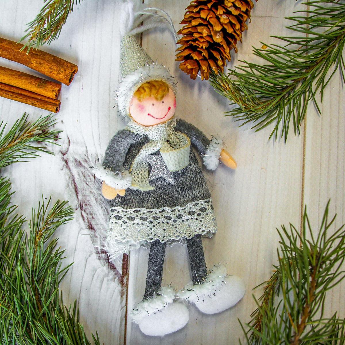 Украшение новогоднее подвесное Мальчик, 6 х 15 см2357054Новогоднее украшение ручной работы отлично подойдет для декорации вашего дома и новогодней ели. С помощью специальной петельки украшение можно повесить в любом понравившемся вам месте. Но, конечно, удачнее всего оно будет смотреться на праздничной елке.Елочная игрушка - символ Нового года. Она несет в себе волшебство и красоту праздника. Такое украшение создаст в вашем доме атмосферу праздника, веселья и радости.