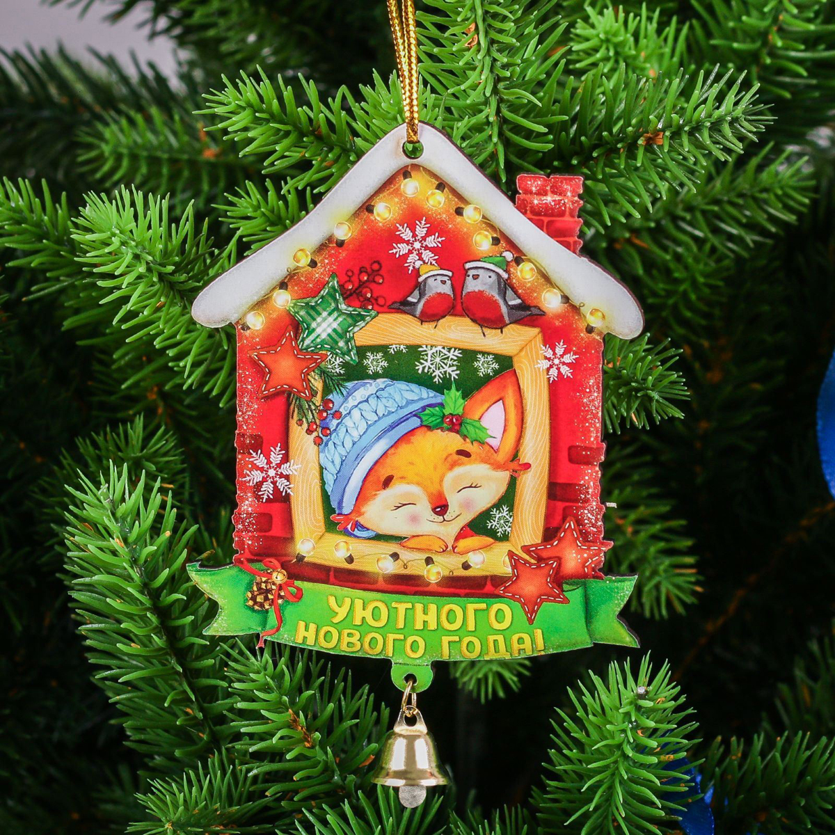 Украшение новогоднее подвесное Уютного Нового года, 7,1 х 8,9 см2252489Как приятно преображать жилище в предвкушении Нового года и Рождества! На вашей елке обязательно найдется место для этих ярких подвесок. Красочные деревянные украшения будут долгие годы радовать вас оригинальным дизайном. Купив данный сувенир для себя, не забудьте преподнести один родным, близким или коллегам.