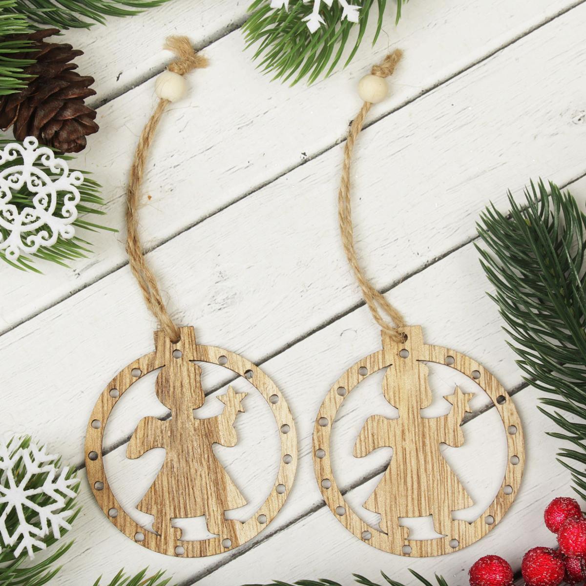 Украшение новогоднее подвесное Ангелок, 2 шт2303256Набор новогодних подвесных украшений, выполненных из дерева, отлично подойдет для декорации вашего дома и новогодней ели. С помощью специальной петельки украшение можно повесить в любом понравившемся вам месте. Но, конечно, удачнее всего оно будет смотреться на праздничной елке.Елочная игрушка - символ Нового года. Она несет в себе волшебство и красоту праздника. Такое украшение создаст в вашем доме атмосферу праздника, веселья и радости.В комплекте 2 украшения.