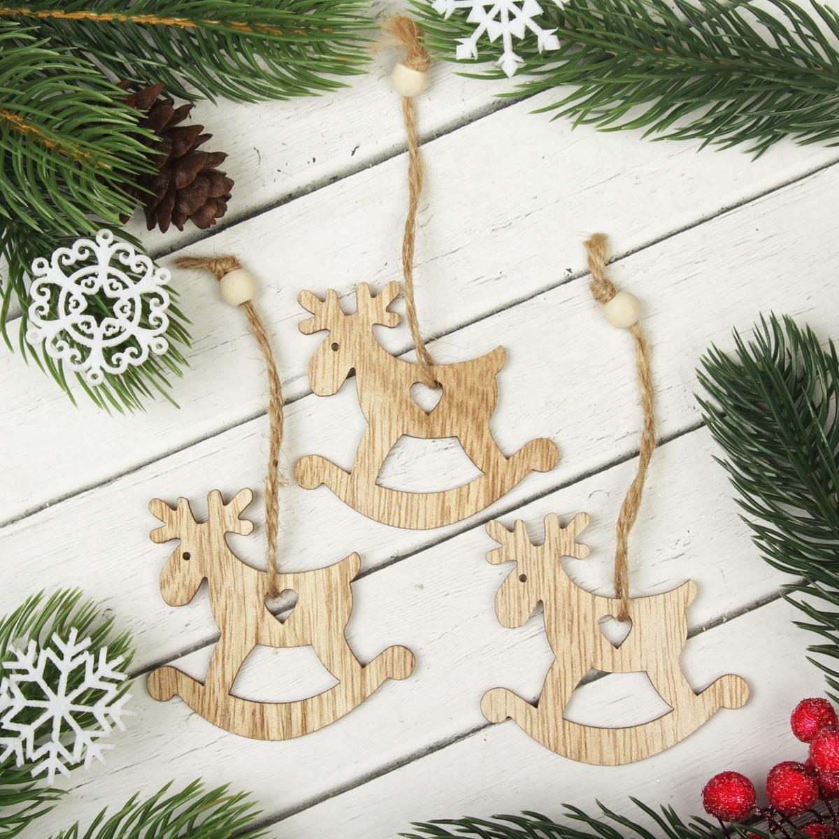 Украшение новогоднее подвесное Веселый олень, 3 шт2303261Набор новогодних подвесных украшений, выполненных из дерева, отлично подойдет для декорации вашего дома и новогодней ели. С помощью специальной петельки украшение можно повесить в любом понравившемся вам месте. Но, конечно, удачнее всего оно будет смотреться на праздничной елке.Елочная игрушка - символ Нового года. Она несет в себе волшебство и красоту праздника. Такое украшение создаст в вашем доме атмосферу праздника, веселья и радости.В комплекте 3 украшения.