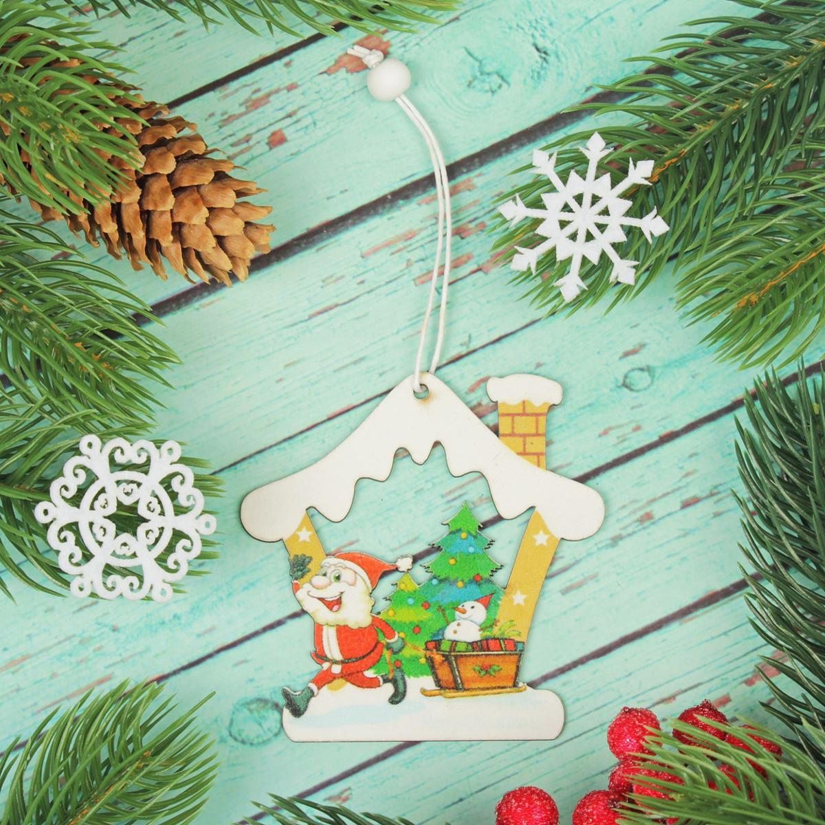 Украшение новогоднее подвесное Дед мороз в домике2303457Новогоднее украшение, выполненное из дерева, отлично подойдет для декорации вашего дома и новогодней ели. С помощью специальнойпетельки украшение можно повесить в любом понравившемся вам месте. Но, конечно, удачнее всего оно будет смотреться на праздничной елке. Елочная игрушка - символ Нового года. Она несет в себе волшебство и красоту праздника. Такое украшение создаст в вашем домеатмосферу праздника, веселья и радости.