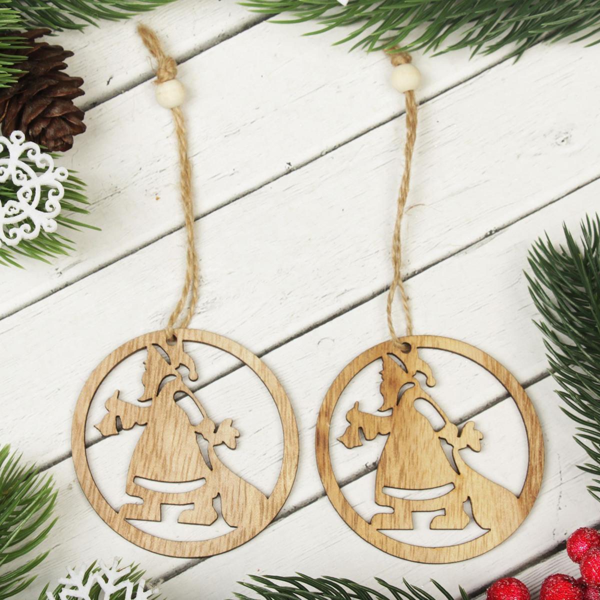 Украшение новогоднее подвесное Дед Мороз к нам идет, 2 шт2303249Набор новогодних подвесных украшений, выполненных из дерева, отлично подойдет для декорации вашего дома и новогодней ели. С помощью специальной петельки украшение можно повесить в любом понравившемся вам месте. Но, конечно, удачнее всего оно будет смотреться на праздничной елке.Елочная игрушка - символ Нового года. Она несет в себе волшебство и красоту праздника. Такое украшение создаст в вашем доме атмосферу праздника, веселья и радости.В комплекте 2 украшения.