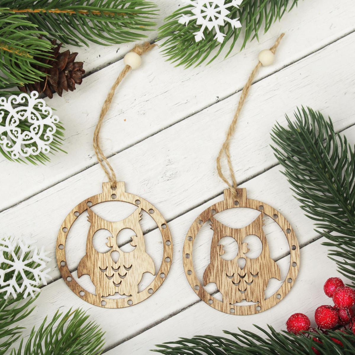 Украшение новогоднее подвесное Зимняя совушка, 2 шт2303275Набор новогодних подвесных украшений, выполненных из дерева, отлично подойдет для декорации вашего дома и новогодней ели. С помощью специальной петельки украшение можно повесить в любом понравившемся вам месте. Но, конечно, удачнее всего оно будет смотреться на праздничной елке.Елочная игрушка - символ Нового года. Она несет в себе волшебство и красоту праздника. Такое украшение создаст в вашем доме атмосферу праздника, веселья и радости. В комплекте 2 украшения.